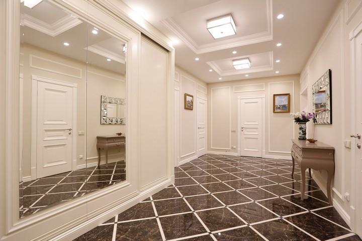 Классическое использование зеркального стекла в коридоре