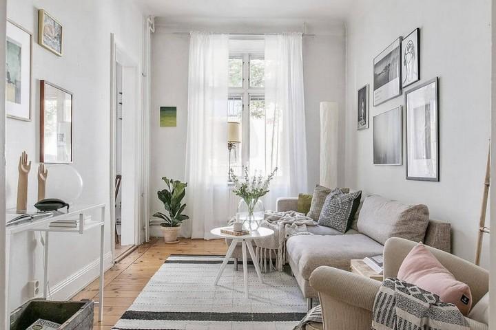 Скандинавская гостиная в белом цвете с деревянным полом