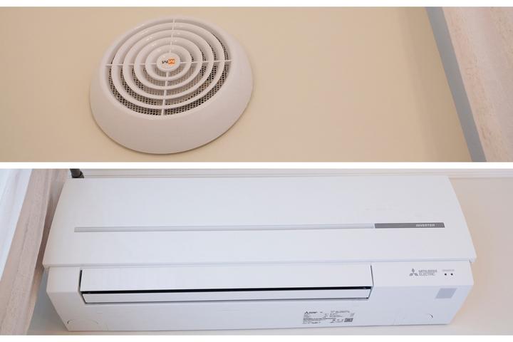 Сверху - приточный клапан с системой подогрева воздуха и фильтрации; Снизу - внутренний блок кондиционера