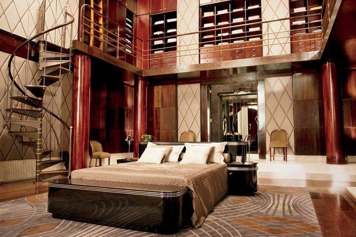 Двухуровневая спальня героя