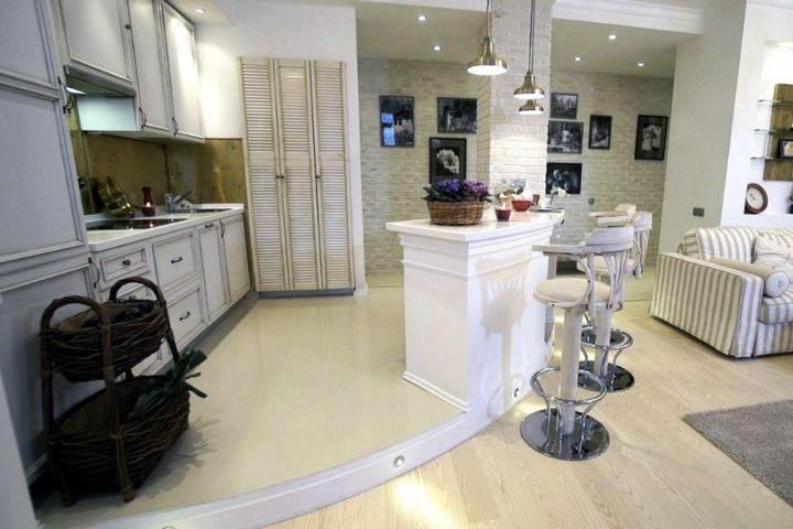 Кухня с полукруглым зонированием в виде стола-бара