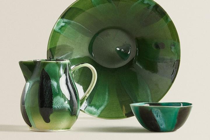 Посуда с с рисунком под акварель зеленого цвета