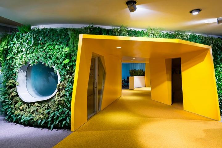 Вертикальное озеленение офиса Яндекс