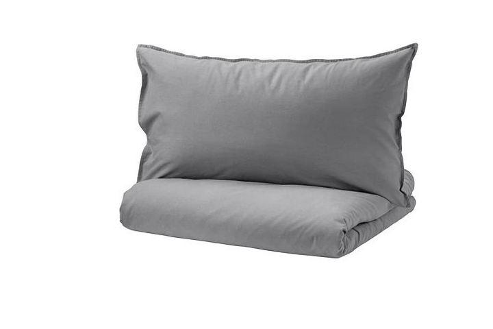 Подушка и одеяло серого цвета