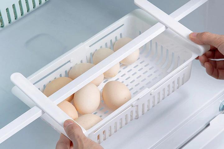 Пластиковая полка в холодильник