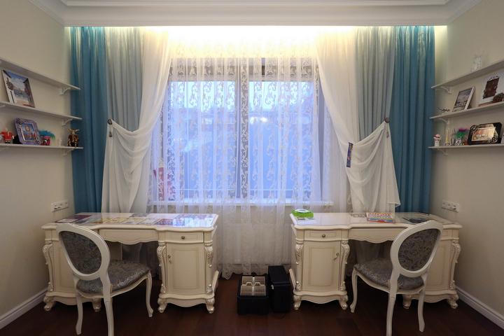 Подсветка штор в детской комнате по проекту Ремэлль