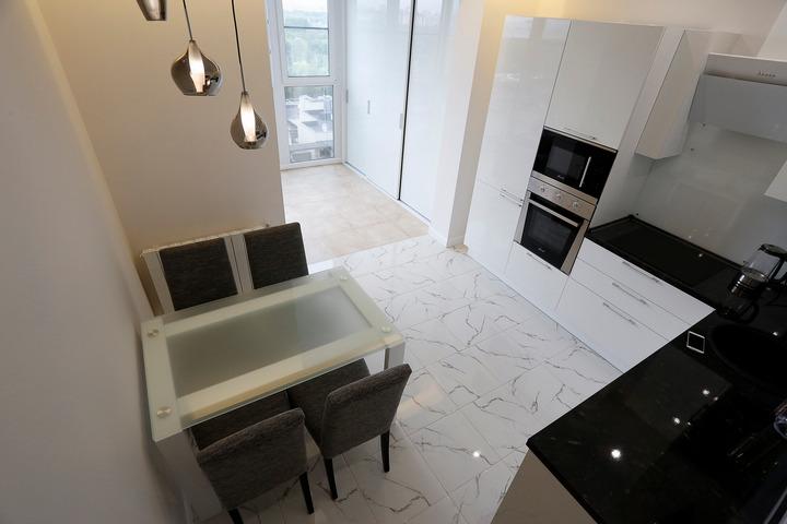 Кухня с вертикальным расположением техники