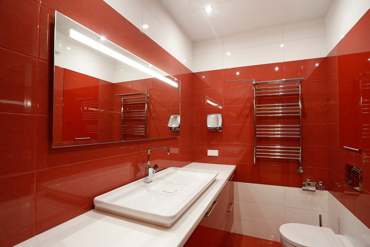 Зеркало в ванной по проекту Ремэлль