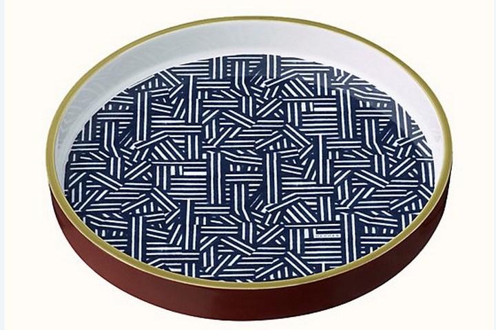Круглая тарелка в стиле 80х
