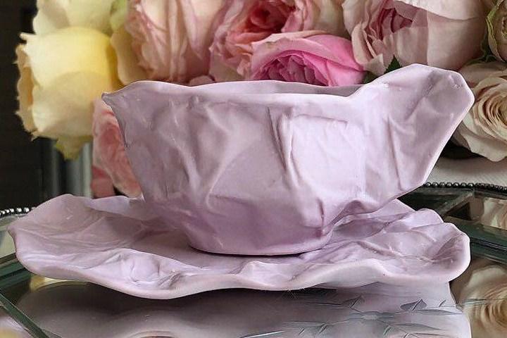 Кружка с блюдцем в розовом цвете