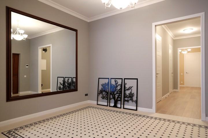 Большое зеркало в прихожей в стиле минимализм