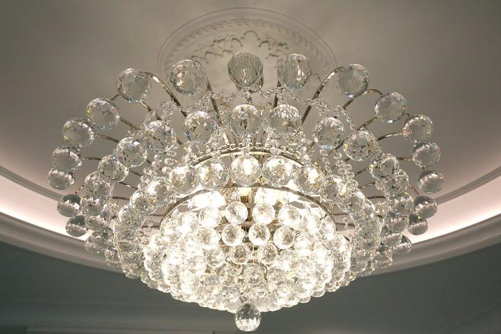 Люстра из фигурного стекла со светодиодными лампами