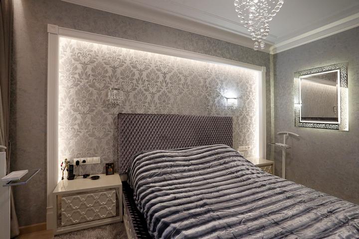 Закарнизная подсветка на стене спальни, проект и ремонт компании Ремэлль