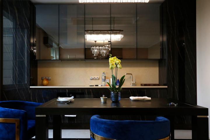 Кухонные фасады под камень черного цвета