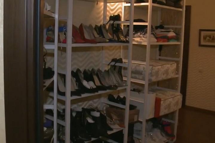 Полки под обувь в гардеробной
