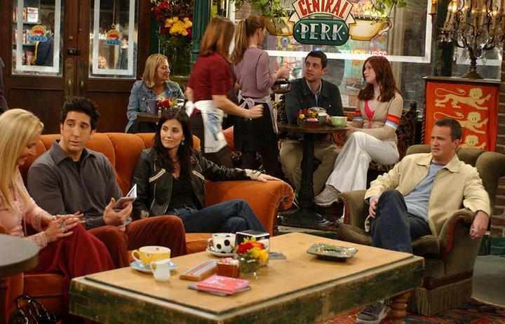 Сцена из сериала в кофейне