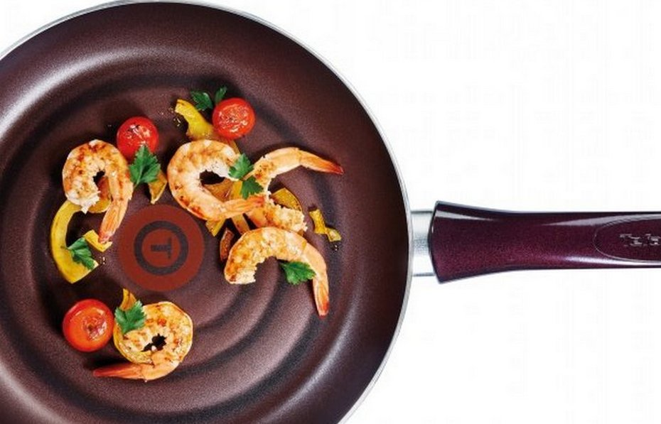 Приготовление блюда на сковороде Тефаль