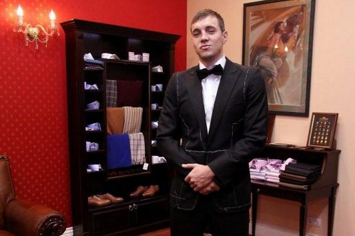 Артем Дзюба в гардеробной комнате
