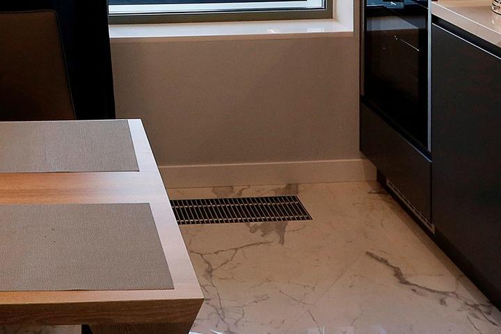 Внутрипольный конвектор на кухне