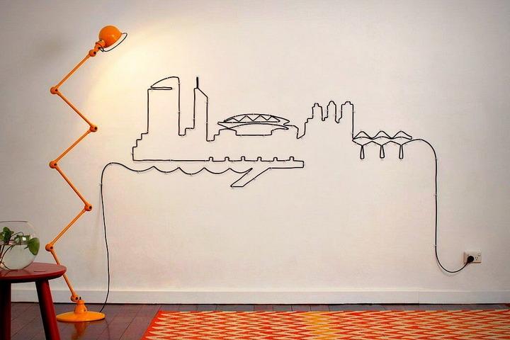 Декор с помощью длинного провода торшера