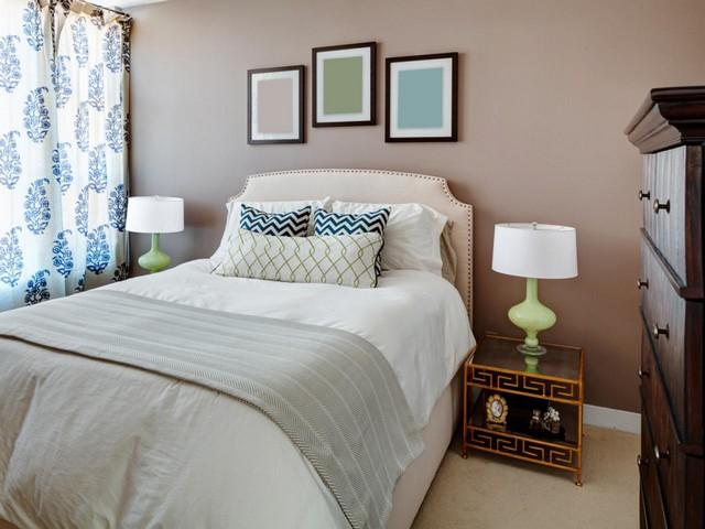 Сдержанный интерьер спальни для дев