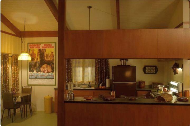 Кухонный гарнитур с подвесными шкафами