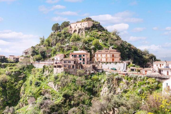 Замок на Сицилии, где снимался фильм