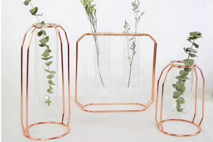 Минималистичные вазы с прозрачной колбой