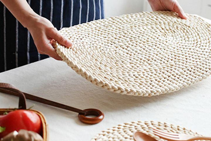 Плетеные салфетки для сервировки