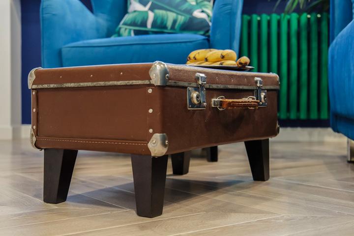 Столик своими руками из старого чемодана