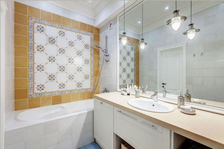 Раскладка плитки в мокрой зоне ванной комнаты