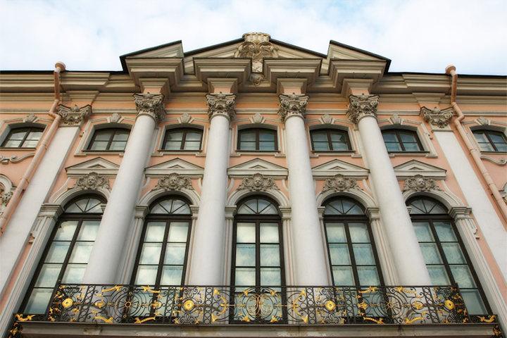 Реставрированные окна в историческом здании