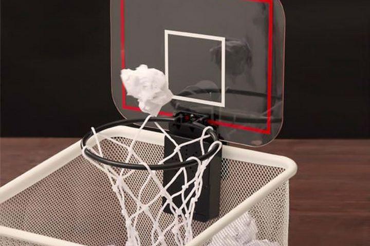Мусор вместо баскетбольного мяча