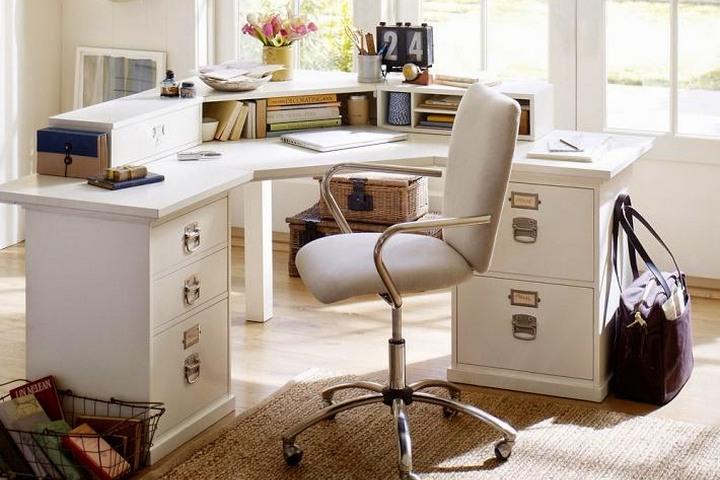 Угловой стол в кабинете