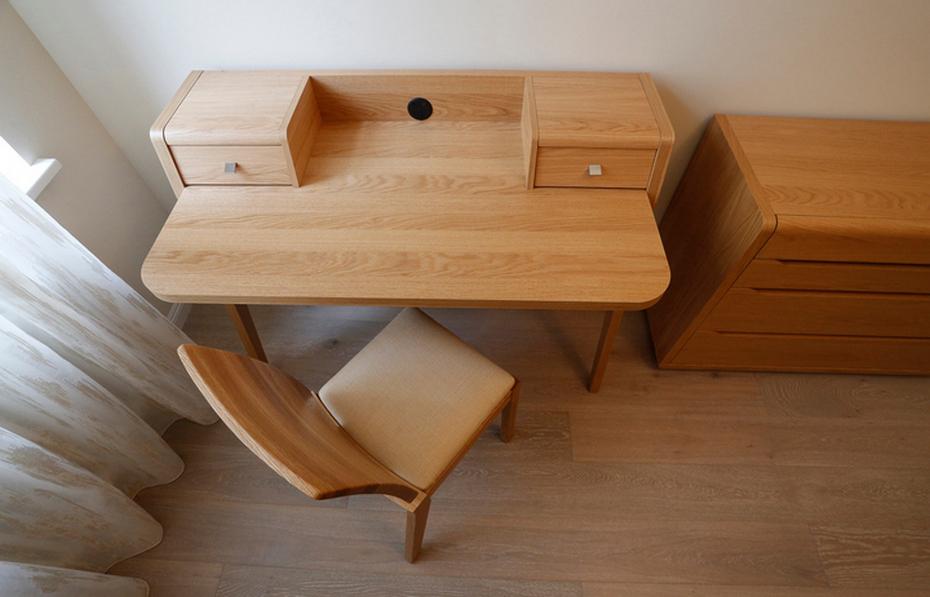 Стол и массива дерева