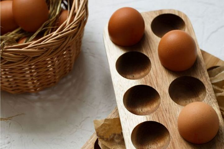 Деревянная подставка для яиц