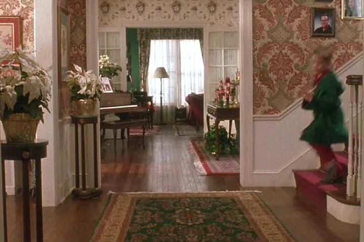 Холл с лестницей в доме главного героя