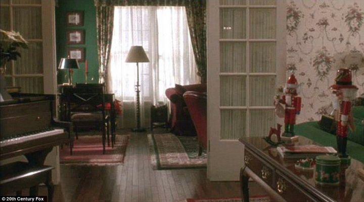 Вход в кабинет через гостиную
