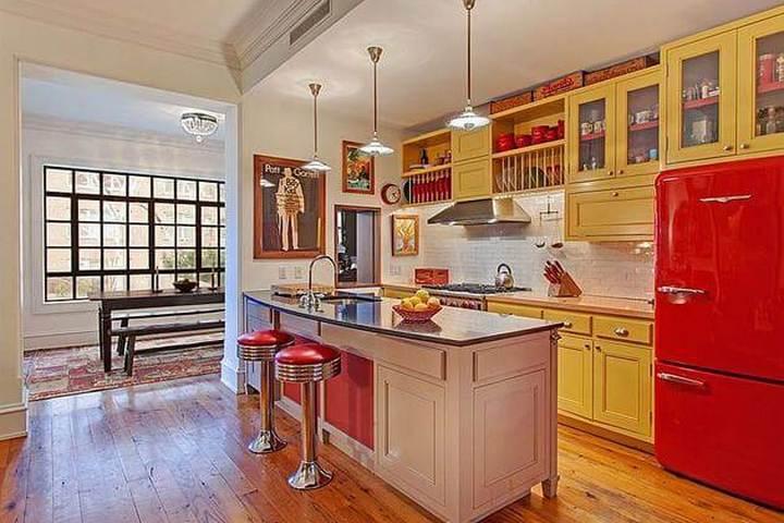 Кухня в красном и желтом цветах