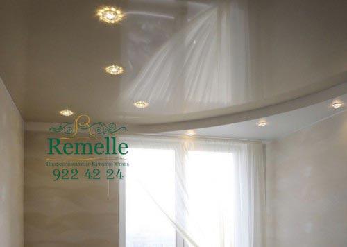 Ремонт потолка с окном