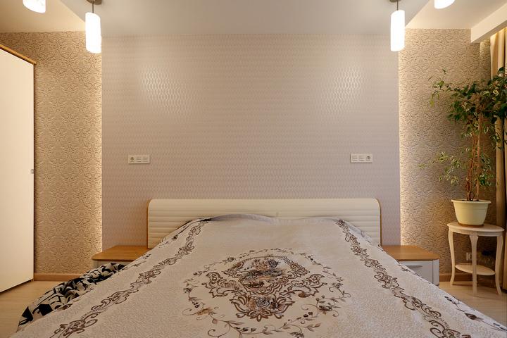 Парящая стена в спальне