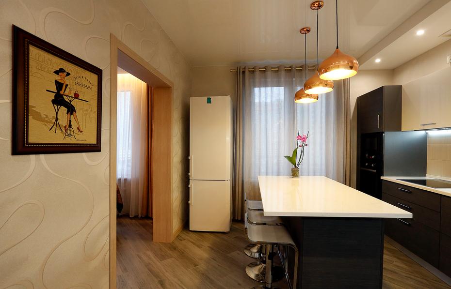 Вид на кухню из холла