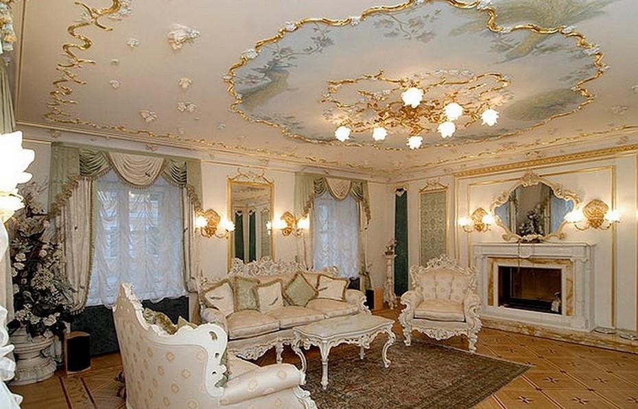 Декор потолка под цвет интерьера гостиной