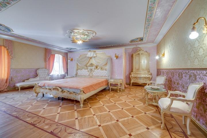 Просторная главная спальня