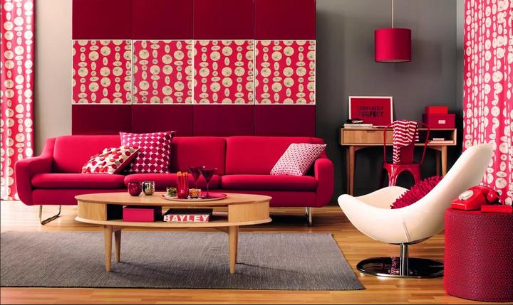 Огненно-алый цвет в гостиной