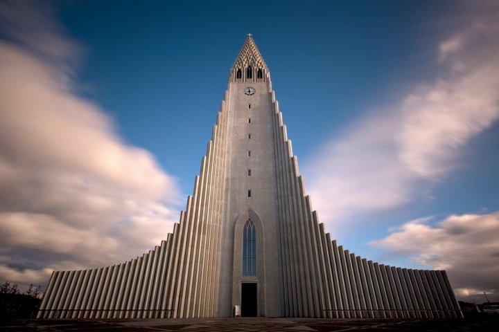 Вид на церковь снизу