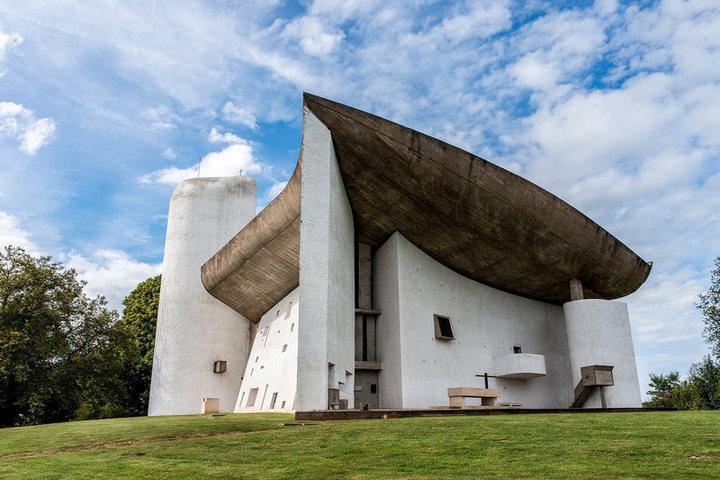 Бетонная церковь во Франции
