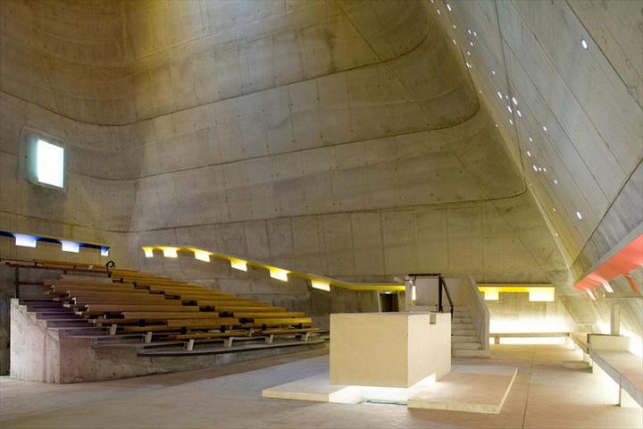Внутреннее пространство церкви