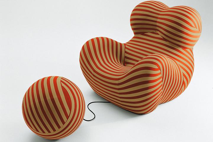 Фигурное кресло с пуфом-клубком