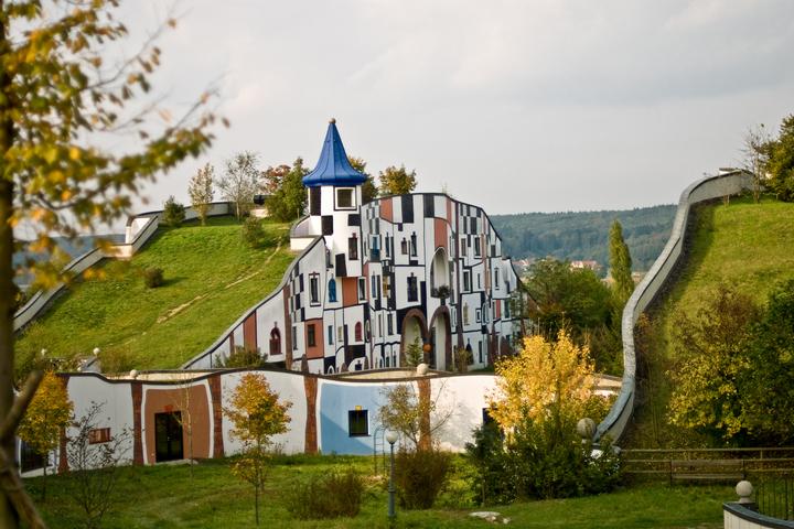 Отель в земле
